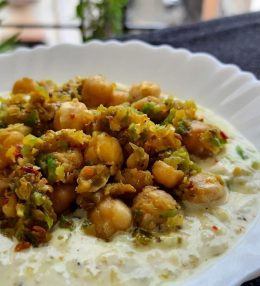 Chickpea salad for weight loss